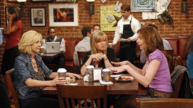 Billie (Jenna Elfman, l.) erzählt Olivia (Ashley Jensen, M.) und Abby (Lennon...