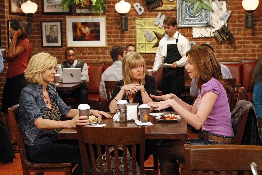 Billie (Jenna Elfman, l.) erzählt Olivia (Ashley Jensen, M.) und Abby (Lennon Parham, r.) von dem peinlichen Zwischenfall mit Zack ... - Bildquelle: 2009 CBS Broadcasting Inc. All Rights Reserved