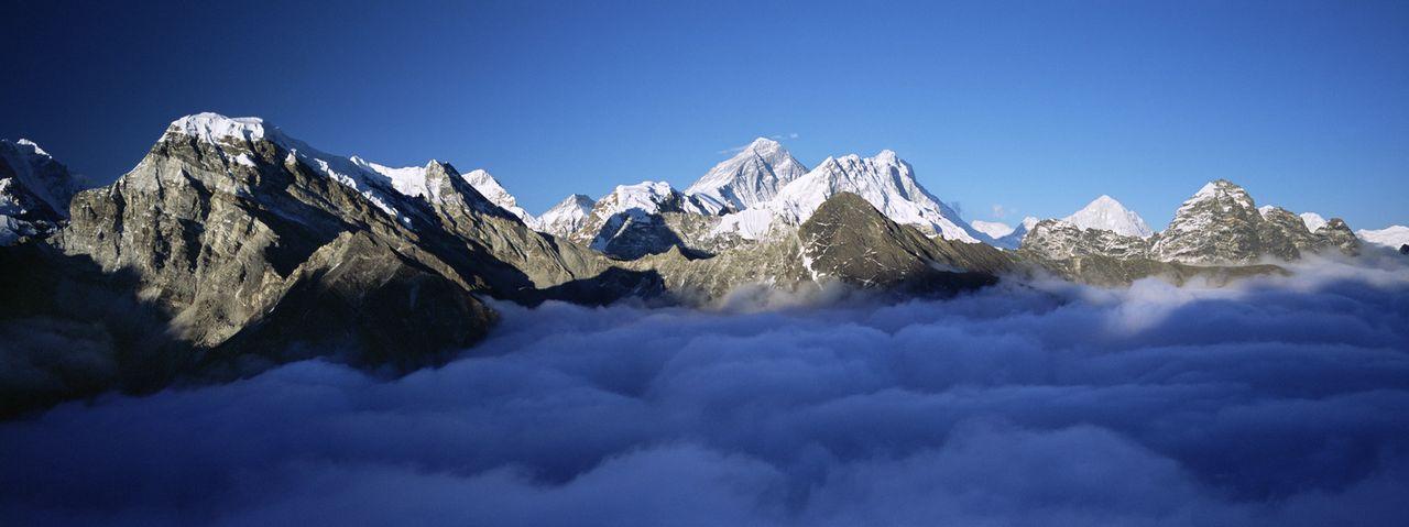 Im Himalaya befinden sich zehn der vierzehn höchsten Berge der Welt, der Achttausender. Dort müssen Jungfernkraniche den gefährlichen Flug von Ti... - Bildquelle: Martyn Colbeck