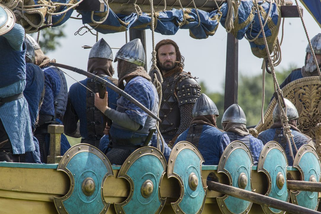 Bei der Schlacht vor Paris kommt es zu einem blutigen Kampf zwischen Rollo (Clive Standen, M.) und Ragnar ... - Bildquelle: 2016 TM PRODUCTIONS LIMITED / T5 VIKINGS III PRODUCTIONS INC. ALL RIGHTS RESERVED.