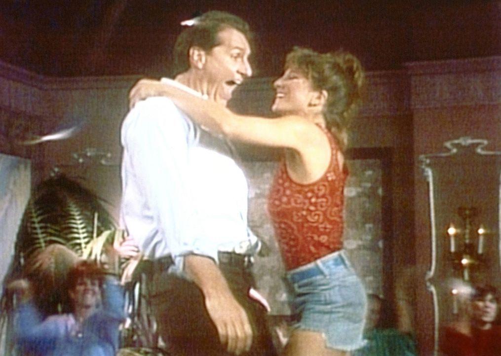 Al (Ed O'Neill, l.) träumt davon, der umschwärmte Tänzer einer Männerstripbar zu sein. - Bildquelle: Columbia Pictures