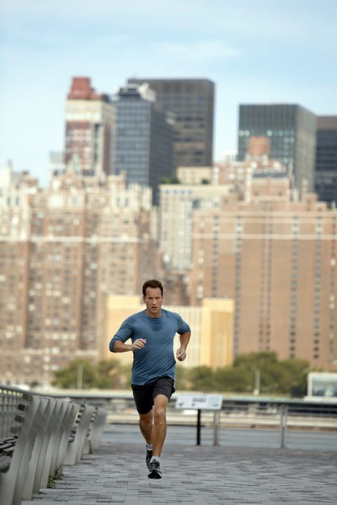 Beim Joggen versucht Dr. Michael Holt (Patrick Wilson) die Querelen des Alltags zu vergessen ... - Bildquelle: 2011 CBS BROADCASTING INC. ALL RIGHTS RESERVED