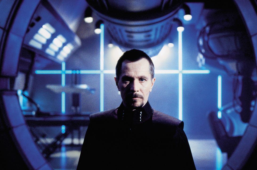 Der dämonische Wissenschaftler Dr. Zachary Smith (Gary Oldman) verschafft sich Zugang zum Bordcomputer von Jupiter 2 und bringt das Schiff damit auf... - Bildquelle: New Line Cinema