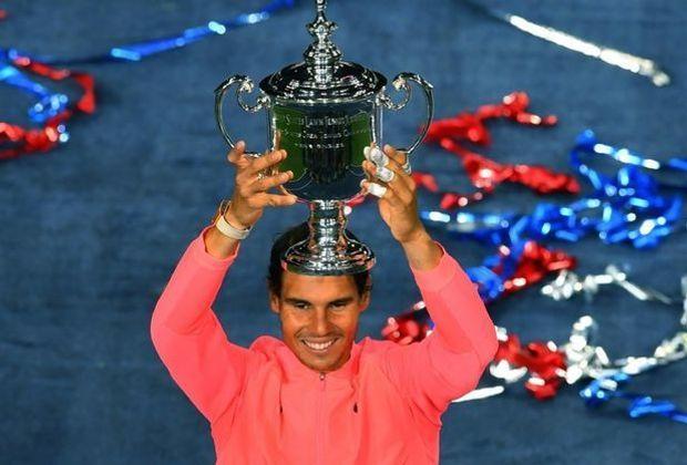 Rafael Nadal mit der US-Open-Trophäe