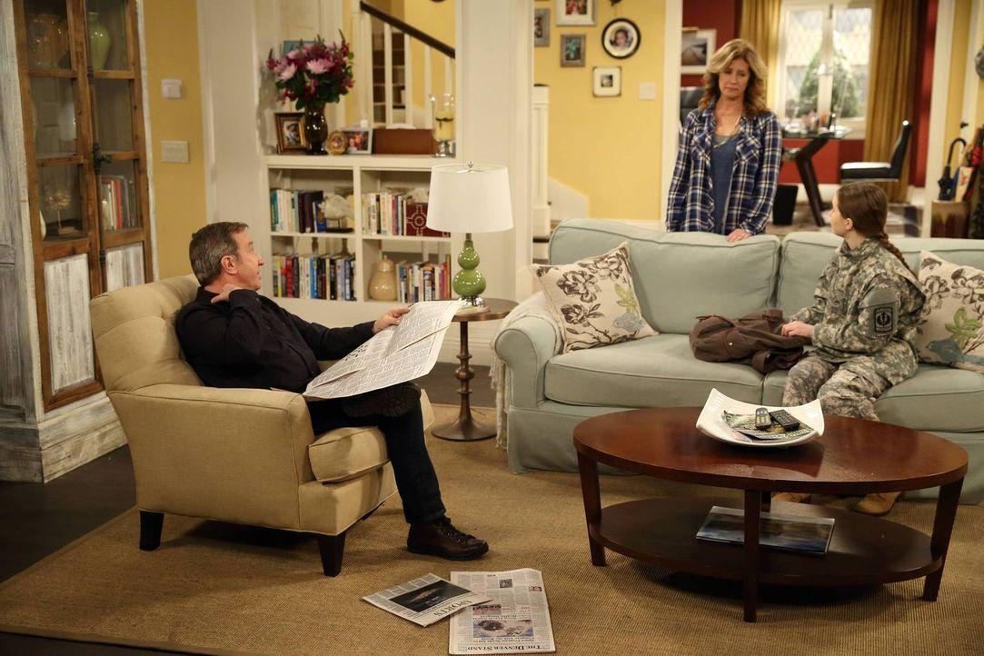 Eve (Kaitlyn Dever, r.) hat sich von ihrem Freund Justin getrennt. Mike (Tim Allen, l.) und Vanessa (Nancy Travis, M.) haben ganz besondere Tipps, w... - Bildquelle: 2014-2015 American Broadcasting Companies. All rights reserved.