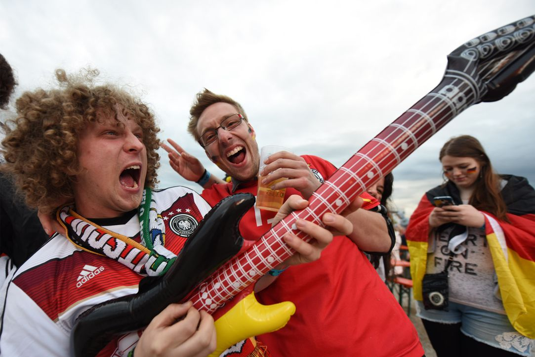 German_Air_guitar - Bildquelle: picture alliance / dpa / Patrick Seeger