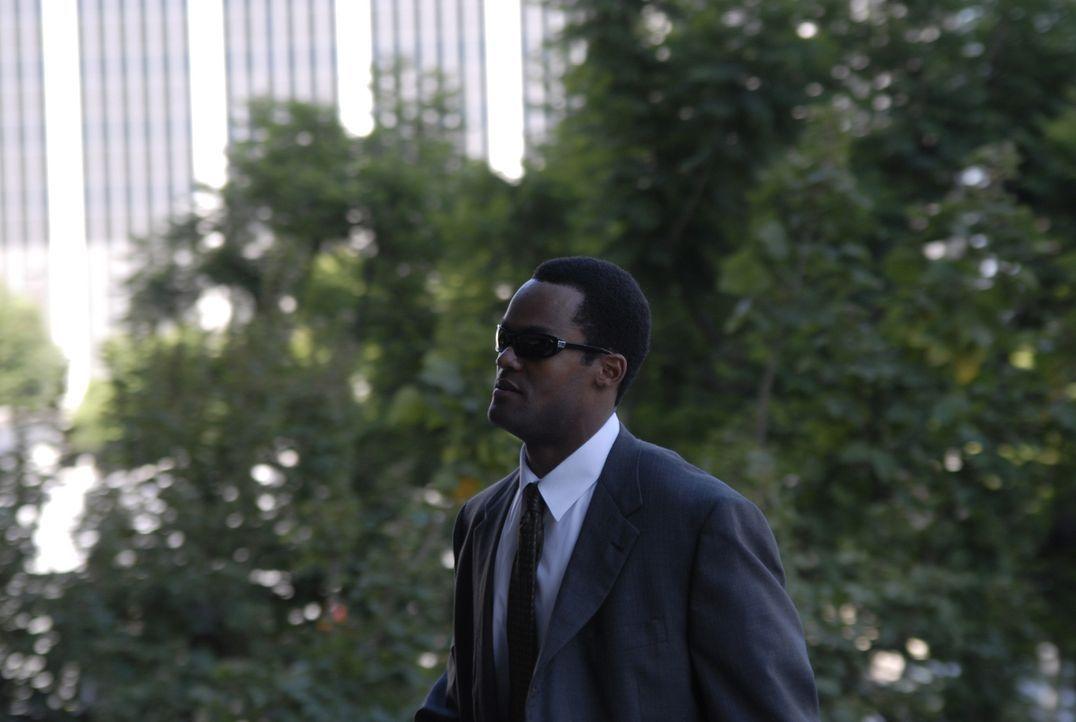 Nach einigen Ungereimtheiten sind sich FBI-Agent Forest Baxter (Matthew Hatchette) und seine Kollegen nicht sicher, ob Felix an dem Überfall beteili... - Bildquelle: 2008 Boyle Heights, LLC. All Rights Reserved.
