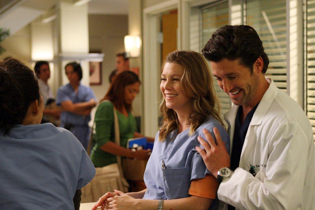 Noch können Meredith (Ellen Pompeo, M.), Derek (Patrick Dempsey, r.) und Cristina (Sandra Oh, l.) gut lachen, doch bald soll schon die erste Runde d... - Bildquelle: Touchstone Television