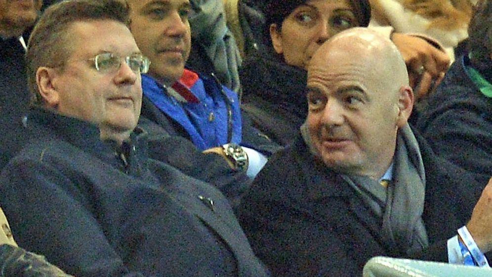 Reinhard Grindel und FIFA-Boss Gianni Infantino - Bildquelle: PIXATHLONPIXATHLONSID