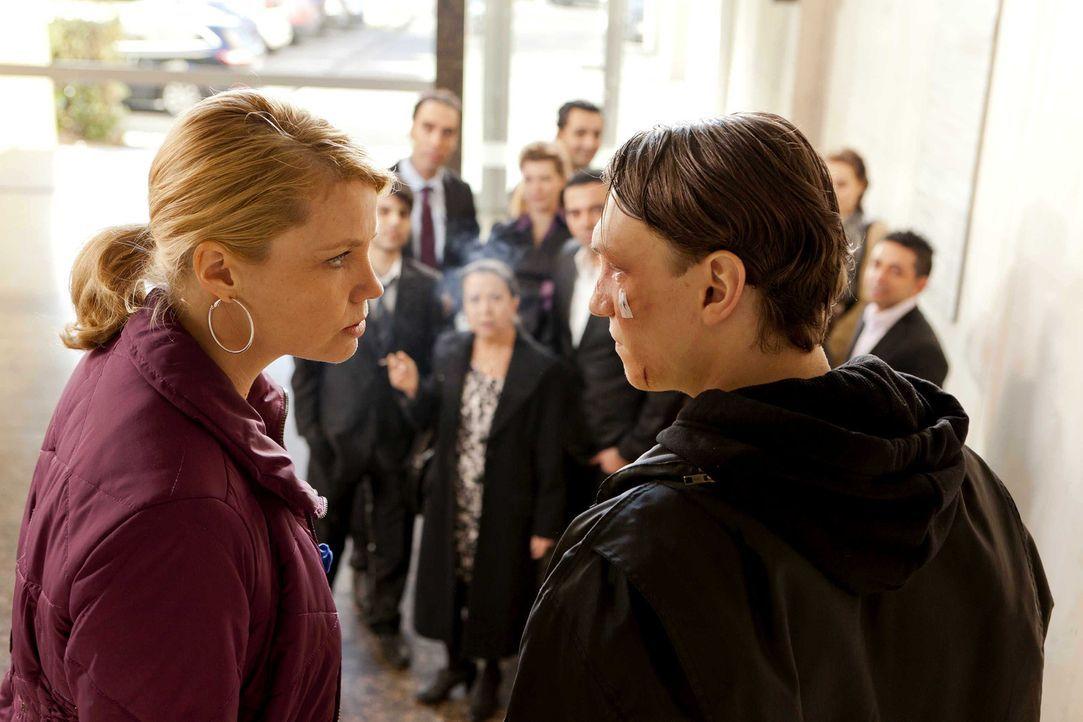 Ein äußerst schwieriger Fall, wartet auf Danni (Annette Frier, l.) und ihren Mandanten Patrick Hollerbach (Daniel Michel, r.) ... - Bildquelle: Frank Dicks SAT.1