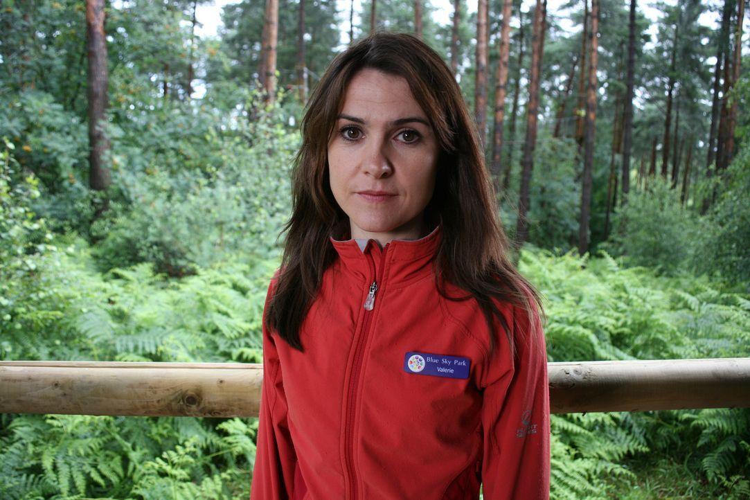 Weiß Valerie Irwin (Gillian Kearney) mehr über den Säbelzahntiger, als sie vorgibt zu wissen? - Bildquelle: ITV Plc