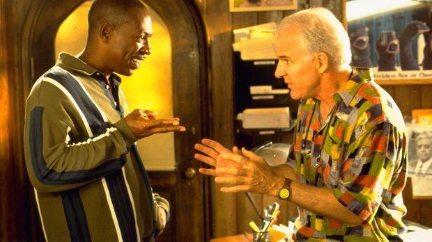 Der erfolglose Filmproduzent Bobby Bowfinger (Steve Martin, r.) will seinen D...