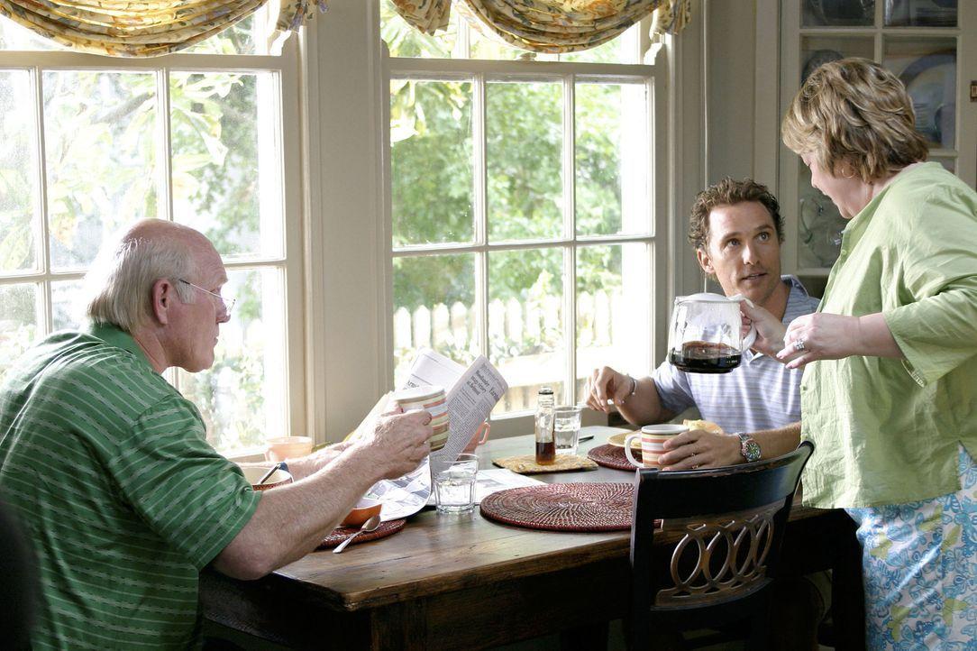 Tripp (Matthew McConaughey, M.) liebt das Leben im Haus seiner Eltern und hat es deshalb mit 35 Jahren noch nicht geschafft, das elterliche Nest zu... - Bildquelle: TM &   Paramount Pictures. All Rights Reserved.