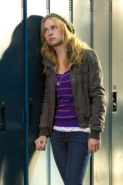 Als Lux (Britt Robertson) erfährt, dass sie einen Schlaganfall hatte, ist sie am Boden zerstört ... - Bildquelle: The CW   2010 The CW Network, LLC. All Rights Reserved