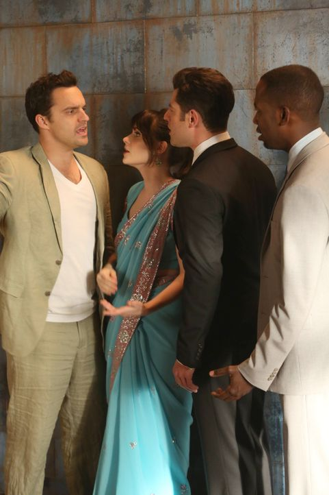 Während Schmidt (Max Greenfield, 2.v.r.) und Winston (Lamorne Morris, r.) die Hochzeit von Cece sabotieren wollen, treffen Jess (Zooey Deschanel, 2.... - Bildquelle: 2013 Twentieth Century Fox Film Corporation. All rights reserved