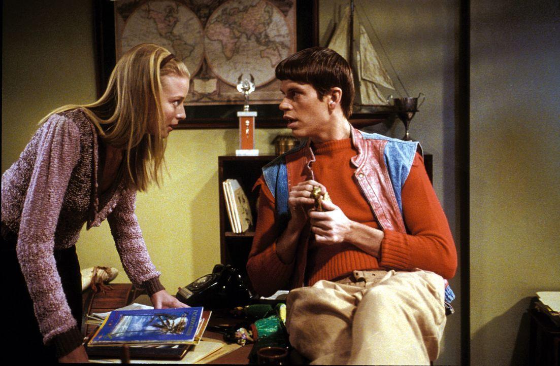 Als unbestechliche Reporterin der Schulzeitung wittert Jessica Matthews (Rachel Nichols, l.) schon bald die betrügerische Machenschaften um Harry u... - Bildquelle: Warner Bros.