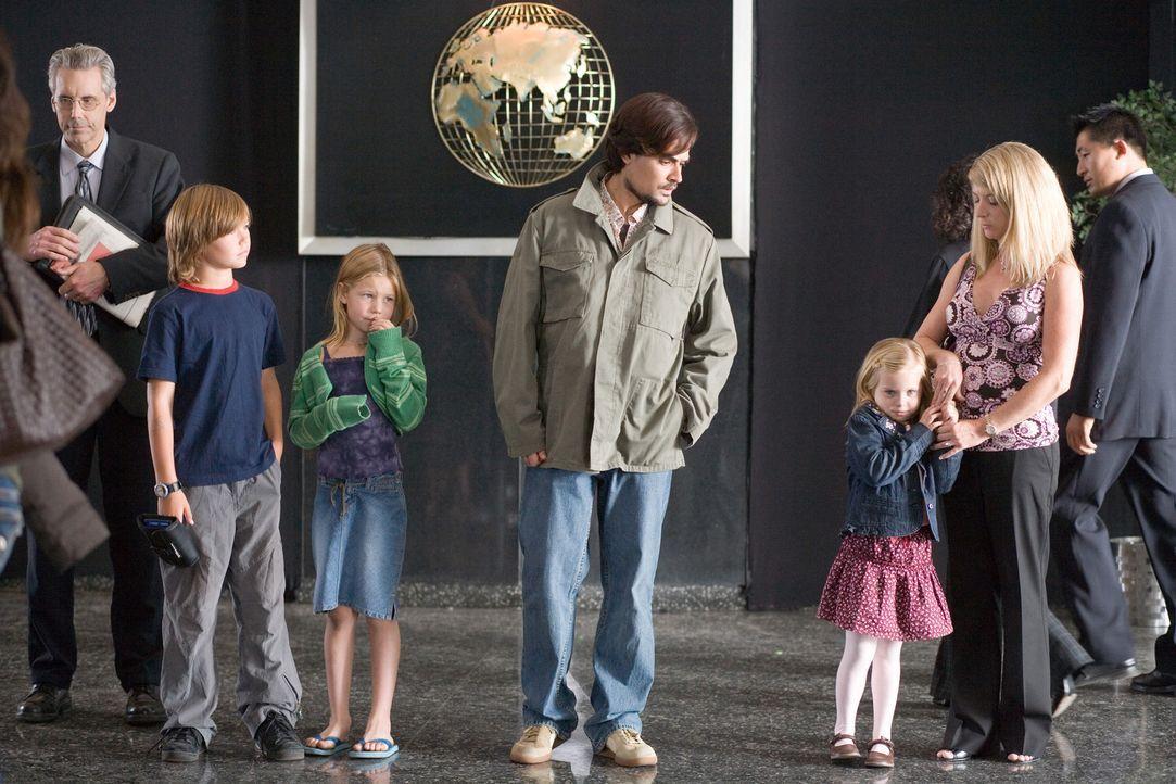 Kann Samad (Lovake Heyer, M.) den atomaren Anschlag auf den UN-Friedensgipfel verhindern? - Bildquelle: 2009 Sony Pictures Home Entertainment Inc. All Rights Reserved.