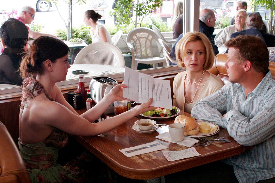 Zum Unbehagen von Lynette (Felicity Huffman, M.) bekommt sie und Tom (Doug Savant, r.) Besuch von Nora (Kiersten Warren, l.), mit der Tom eine elfjä... - Bildquelle: 2005 Touchstone Television  All Rights Reserved