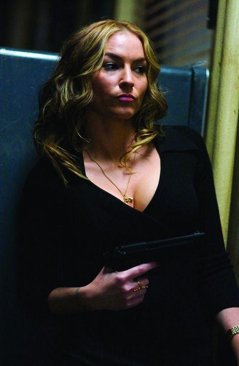 Gerät ins Visier skrupelloser Gangster: Polizeisekretärin Iris Ferry (Drea de Matteo) ...
