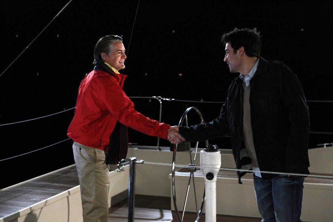 Während Robin und Marshall zum ersten Mal einen Abend miteinander verbringen und sich nicht viel zu sagen haben, unternimmt Ted (Josh Radnor, r.) m... - Bildquelle: 20th Century Fox International Television