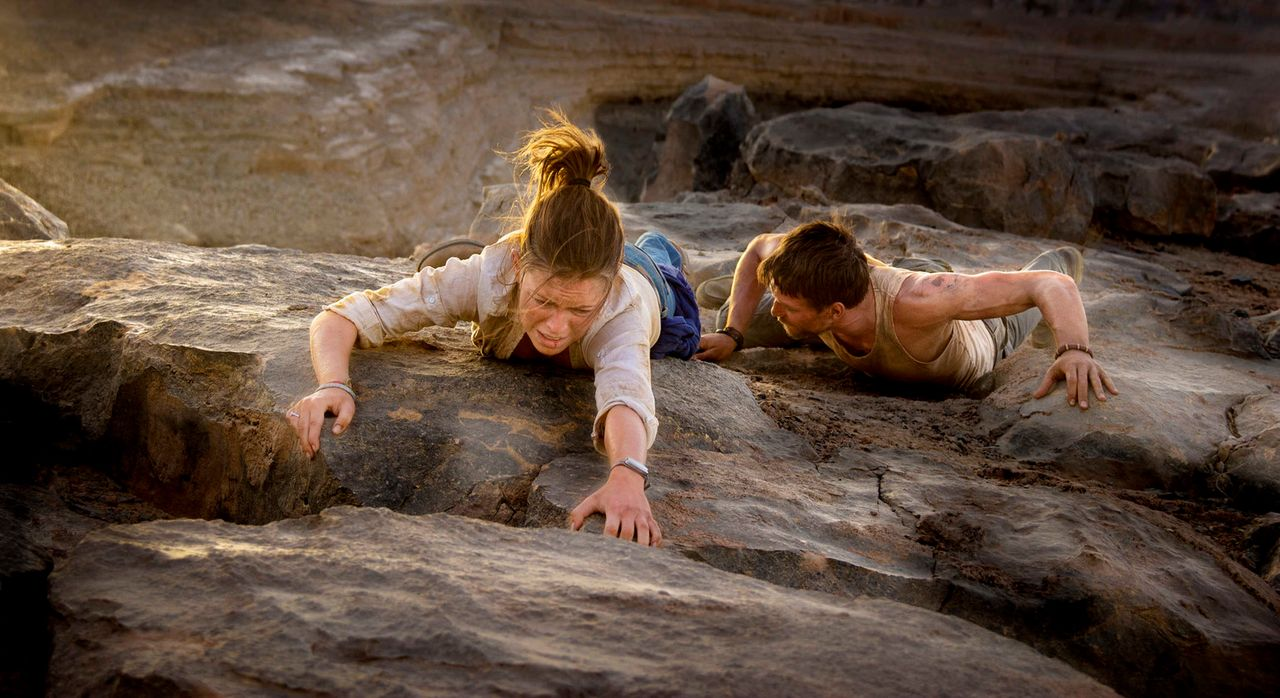 Ein scheinbar unüberwindbarer Canyon trennt Lucie (Jennifer Ulrich, l.) und Ben (August Wittgenstein, r.) von der rettenden Straße ... - Bildquelle: Richard Krause SAT.1