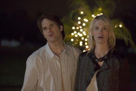 Während Carol alles versucht, um Melissa (January Jones, r.) und Todd zu verk...