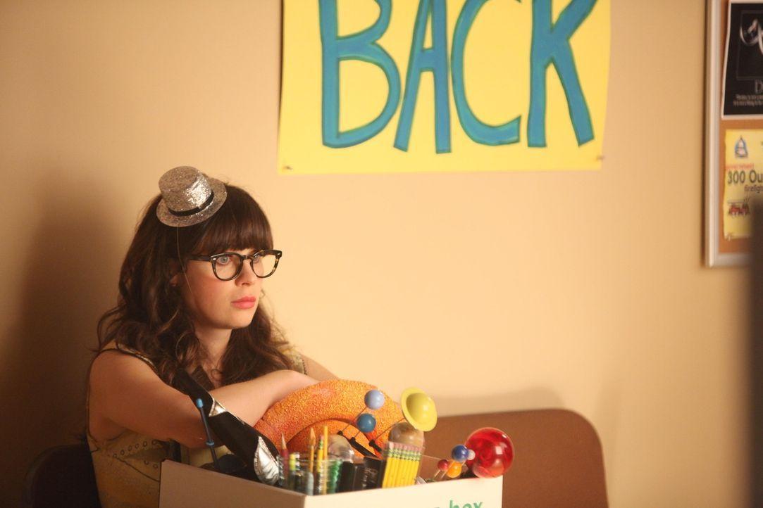 Jess (Zooey Deschanel) wird aus Einsparungsgründen von ihrer Schule gekündigt. Sie ist schockiert und die Jungs fürchten, dass sie im Tal der Tränen... - Bildquelle: 2012 Twentieth Century Fox Film Corporation. All rights reserved.