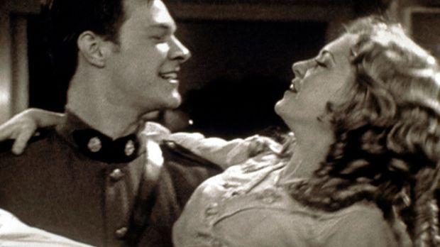 Sabrina (Melissa Joan Hart, r.) und Harvey (Nate Richert, l.) befinden sich i...