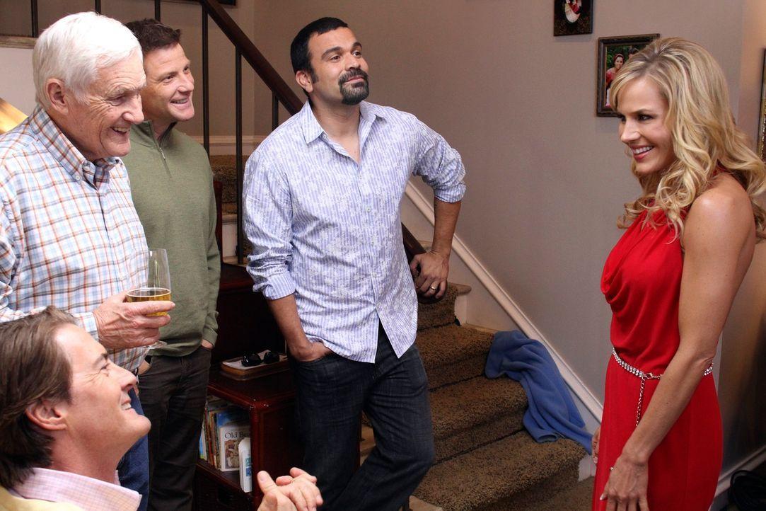 Robin (Julie Benz, r.) hat einen ungeahnten Effekt auf Orson (Kyle MacLachlan, l.), Roy (Orson Bean, 2.v.l.), Tom (Doug Savant, M.) und Carlos (Rica... - Bildquelle: ABC Studios