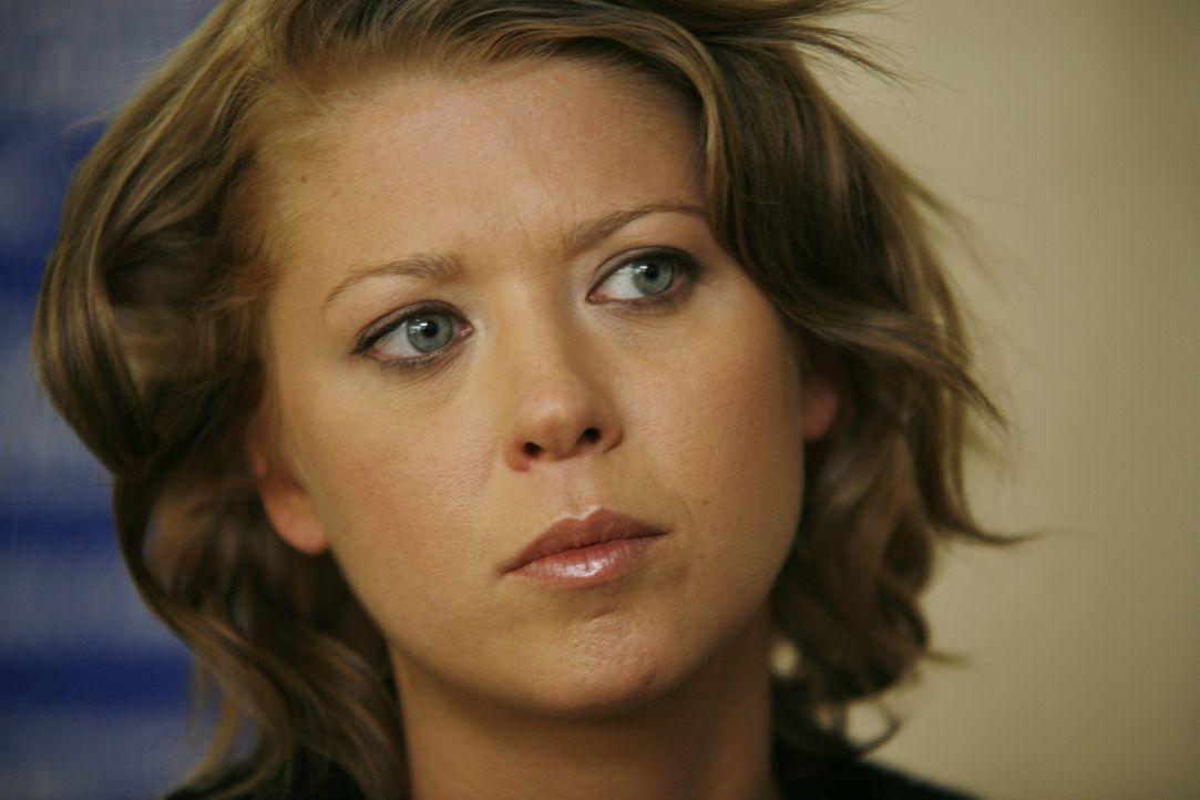 Steckt mitten in einer Mordintrige, die sie als Opfer ausersehen hat: Julia (Tara Reid) ... - Bildquelle: Sony 2007 CPT Holdings, Inc.  All Rights Reserved.