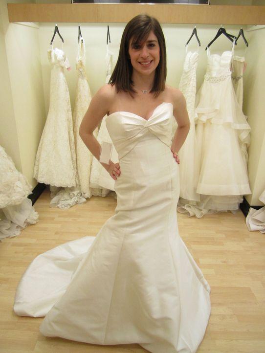 Wird Emily endlich ihr perfektes Hochzeiskleid finden? - Bildquelle: TLC & Discovery Communications