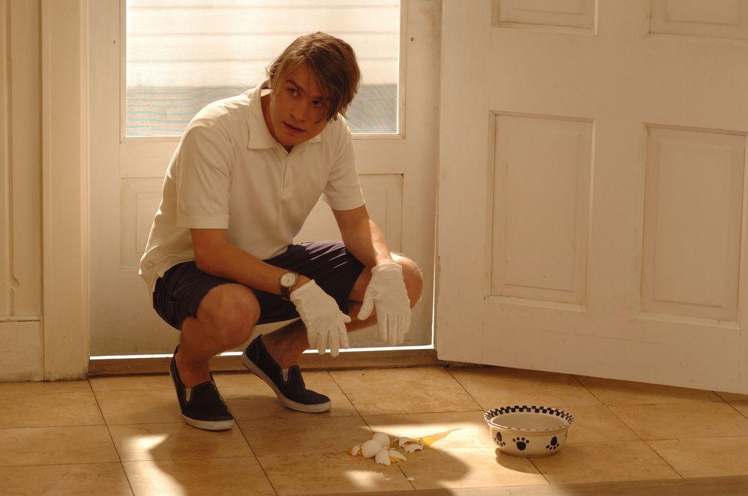 Dem schüchtern wirkenden Peter (Brady Corbet) ist es angeblich schrecklich peinlich, dass er die Eier fallen hat lassen ... - Bildquelle: 2008 Warner Brothers