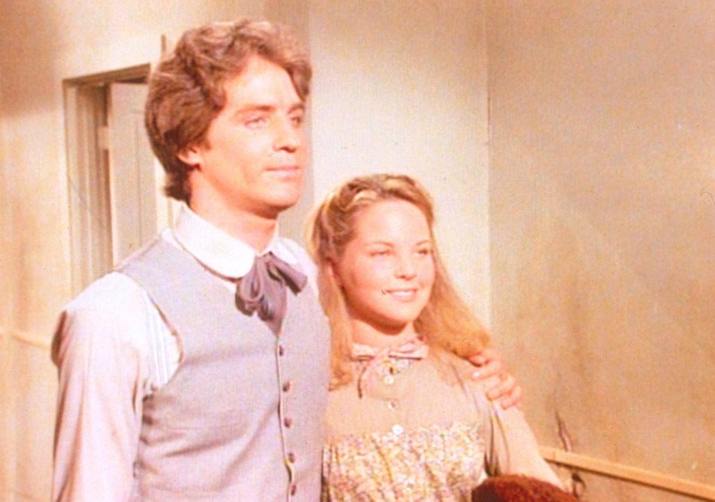 Endlich kann Adam (Linwood Boomer, l.) seine geliebte Mary (Melissa Sue Anderson, r.) wieder in die Arme schließen. - Bildquelle: Worldvision