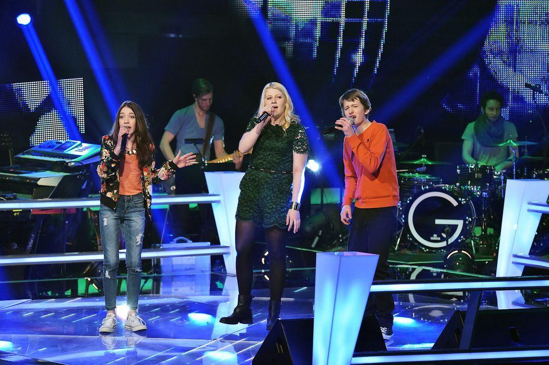 The-Voice-Kids-Stf03-Epi06-Auftritte-04-Rika-Tilman-Paulina-SAT1-Andre-Kowalski - Bildquelle: SAT.1/Andre Kowalski