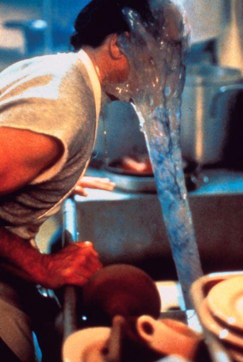 Eine verstopfte Spüle voll dreckigen Geschirrs wird zum Alptraum: Der schleimige Blob steckt im Abfluss und greift gnadenlos an ... - Bildquelle: Sony 2007 CPT Holdings, Inc.  All Rights Reserved.