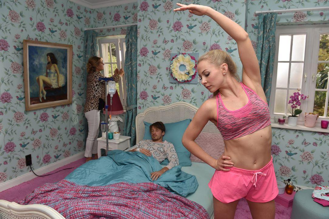 Luisa (Jenny Bach, r.) will (noch) nicht erkennen, dass sie sich genau wie Julian (Oliver Bender, M.) von ihren Eltern freischwimmen muss. Vor allem... - Bildquelle: Andre Kowalski sixx
