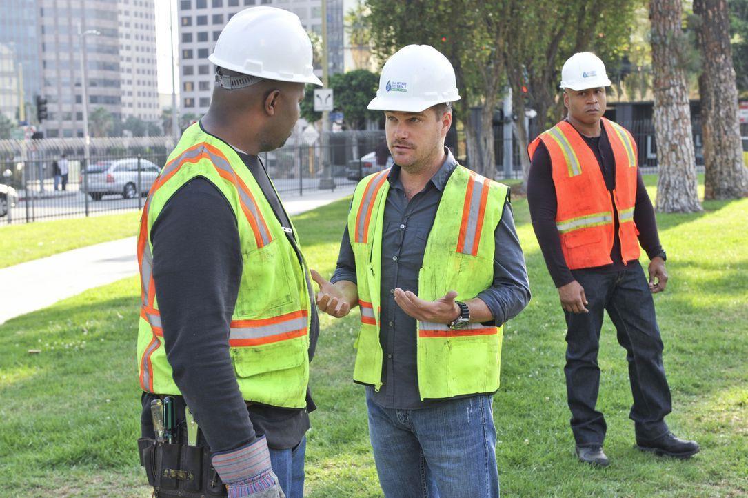 Callen (Chris O'Donnell, M.) und Sam (LL Cool J, r.) ermitteln in einem neuen Fall ... - Bildquelle: CBS Studios Inc. All Rights Reserved.
