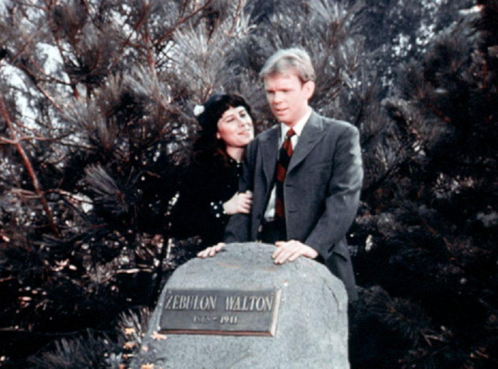 Toni (Lisa Harrison, l.) und Jason (Jon Walmsley, r.) am Grab von Jasons Großvater ... - Bildquelle: WARNER BROS. INTERNATIONAL TELEVISION