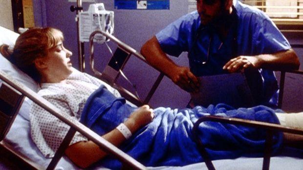 Die 15-jährige Dana (Ashley Johnson, l.) leidet an einem Tumor. Ross (George...