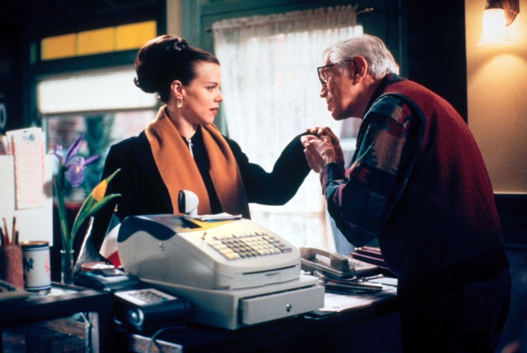 Noch weiß Jackie (Debi Mazar, l.) nicht, was sie mit dem Kauf des Lottotickets noch erwartet ... - Bildquelle: CBS Television