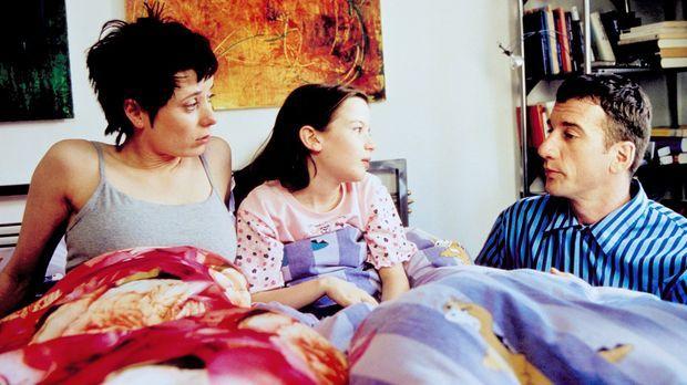 In ihrer Verzweiflung, einen passenden Vater für ihre Tochter Taffy (Nina Gum...