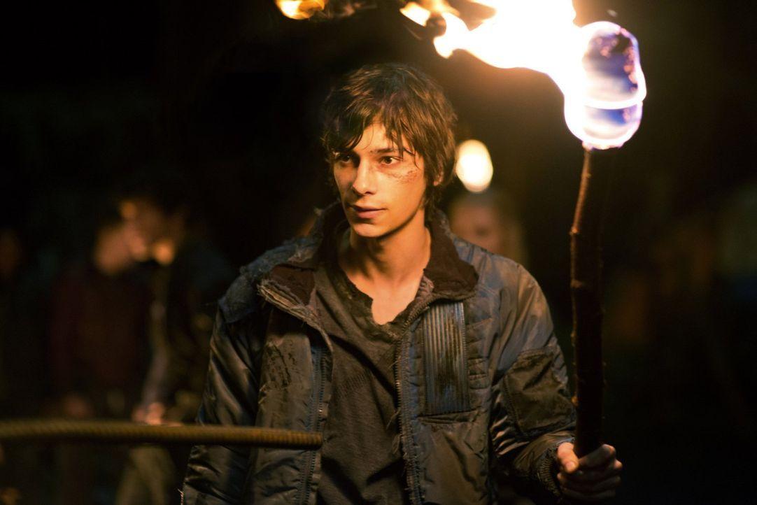 Wild entschlossen macht sich Jasper (Devon Bostick) mit einigen anderen auf die Suche nach Octavia. Nichts und niemand kann ihn aufhalten ... - Bildquelle: Warner Brothers