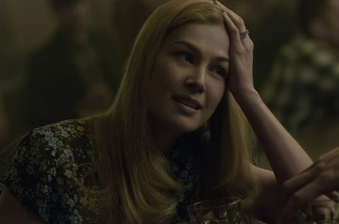 Als eines Tages die junge Ehefrau Amy (Rosamund Pike) spurlos verschwindet, gerät schon bald ihr Mann Nick ins Visier der Ermittlungen. Während die... - Bildquelle: 2014 Twentieth Century Fox Film Corporation.  All rights reserved.