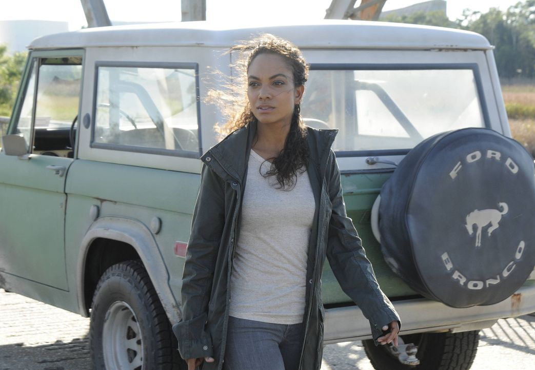 Um den Captain in Sicherheit zu bringen, muss Jenny (Lyndie Greenwood) es riskieren, erneut der Polizei in die Hände zu fallen ... - Bildquelle: 2014 Fox and its related entities. All rights reserved