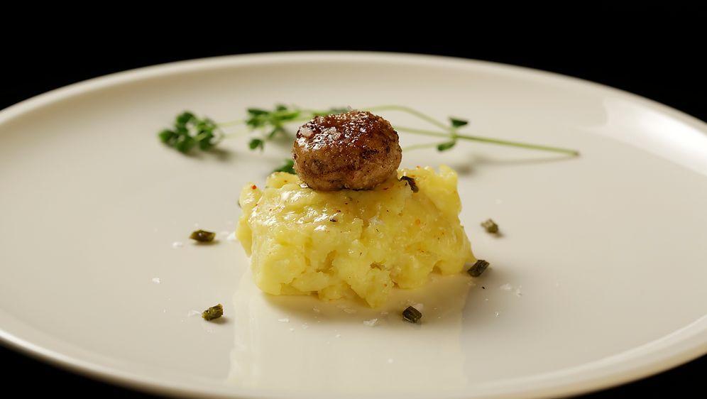 Frikadellen mit Kartoffelpüree - Bildquelle: SAT.1