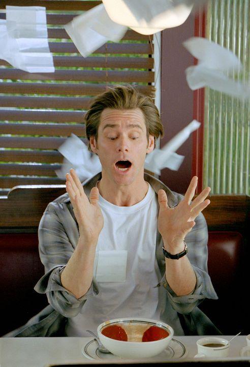Bruce Nolan (Jim Carey) ist ein erfolgloser Reporter und meilenweit davon entfernt, endlich der Anchorman seines Senders zu werden - doch dann wende... - Bildquelle: 2003 Universal Studios. All rights reserved