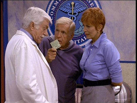 Diagnose: Mord - Mark (Dick Van Dyke, l.) und die neue Dekanin Madison Wesley...