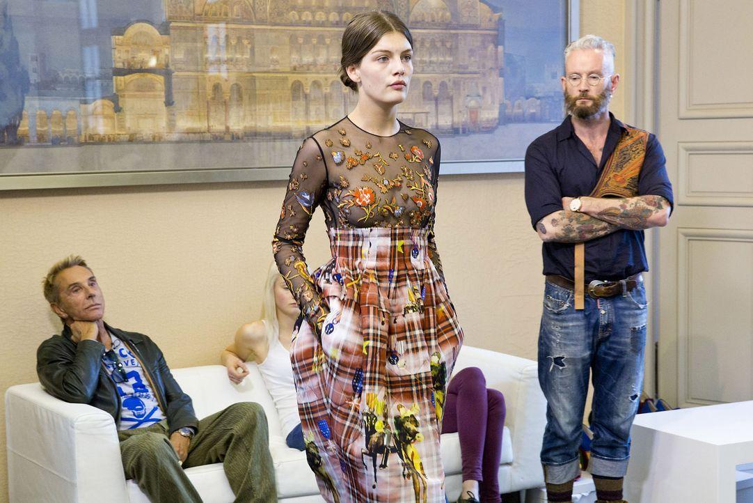 GNTM-Stf10-Epi14-Fashion-Week-Paris-062-Vanessa-ProSieben-Richard-Huebner-TEASER - Bildquelle: ProSieben/Richard Huebner