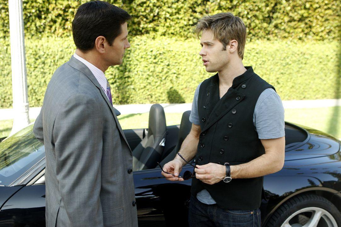 Wiedermal versucht Michael (Thomas Calabro, l.) seinen Sohn David (Shaun Sipos, r.) unter Druck zu setzen - und würde dafür sogar die Karriere ein... - Bildquelle: 2009 The CW Network, LLC. All rights reserved.