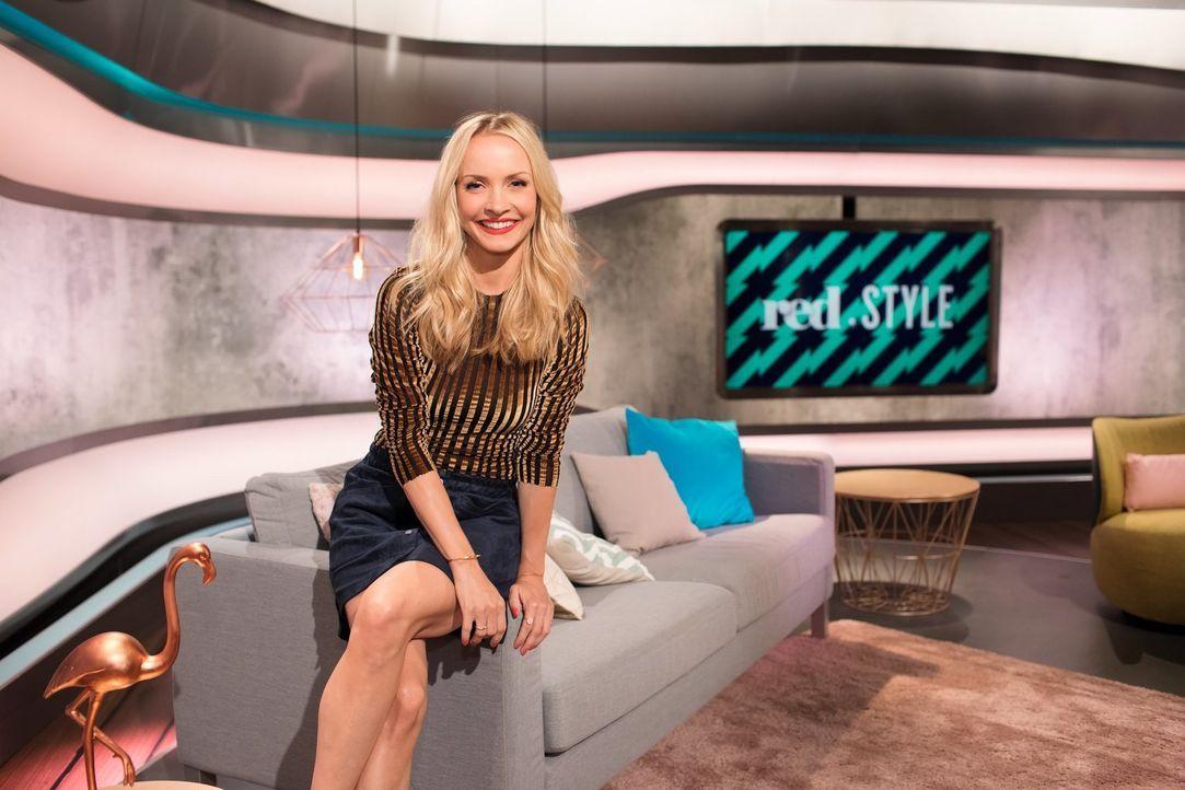 """Lifestyle at its best! Janin Ullmann geht als Fashionista auf Mission und präsentiert im sixx-Magazin """"red.Style"""" unter dem Motto """"We make you happy... - Bildquelle: sixx"""